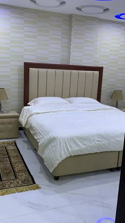 1 bed room Vip full Furnish flat per day available bharia town Lahore 4