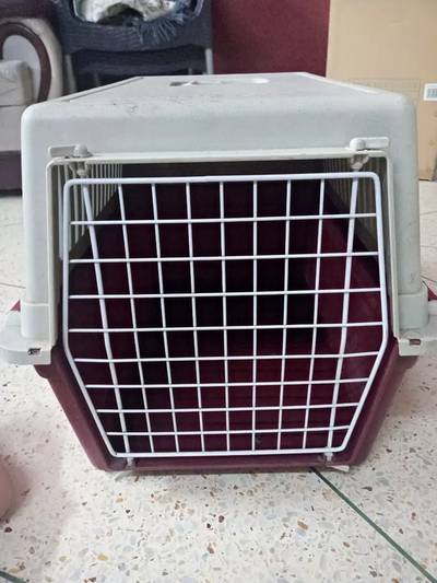 Cat and dog travel cage. 0