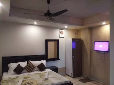 Guest house families short stay 2000 & A C room 3000 & Night 3500 11