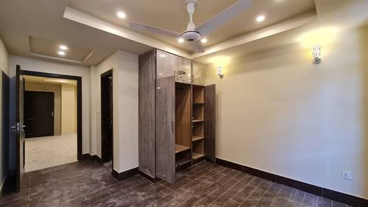 1 bed brand new apartment in The Grande Civic Centre, Bahria Town Phas 3