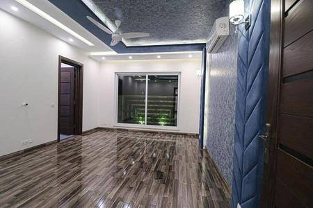 10 Marla Upper Portion Available For Rent 9