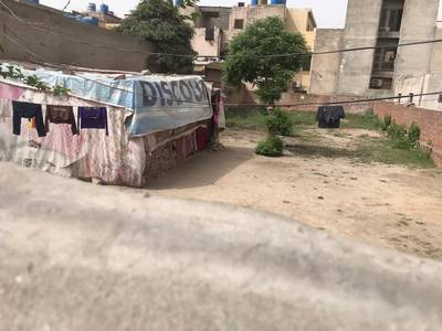 1 kanal plote for rent in johar town Q Block hoot locrion 150 ft Road 1