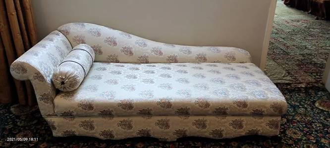 4 seater diwan exellent condition just like new 1