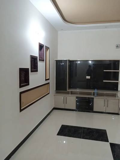 300 sq yards brand new luxury portion on 2nd floor with roof in jauhar 3