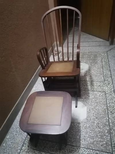 Rocking chair with rocking foot rest in good condition 3