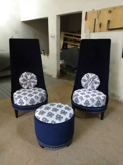 Bed room chairs with table. 0