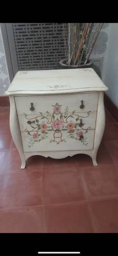 Side Table with engraved flower designs 0