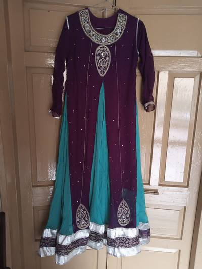 Fancy dresses in good condition. All dresses have same price 2