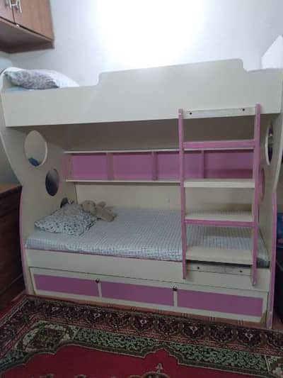 Tripple bunk bed. with 3 mattresses. 1