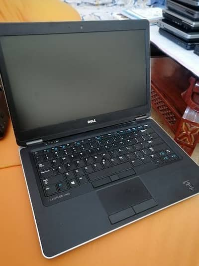 dell hp Laptops available 6